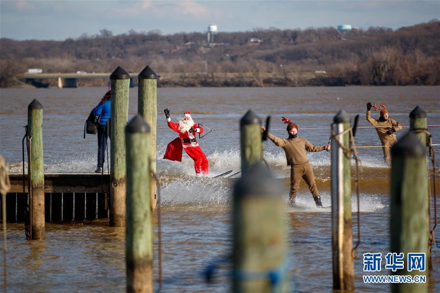 "(XHDW)(2)""圣诞老人""滑水迎圣诞"