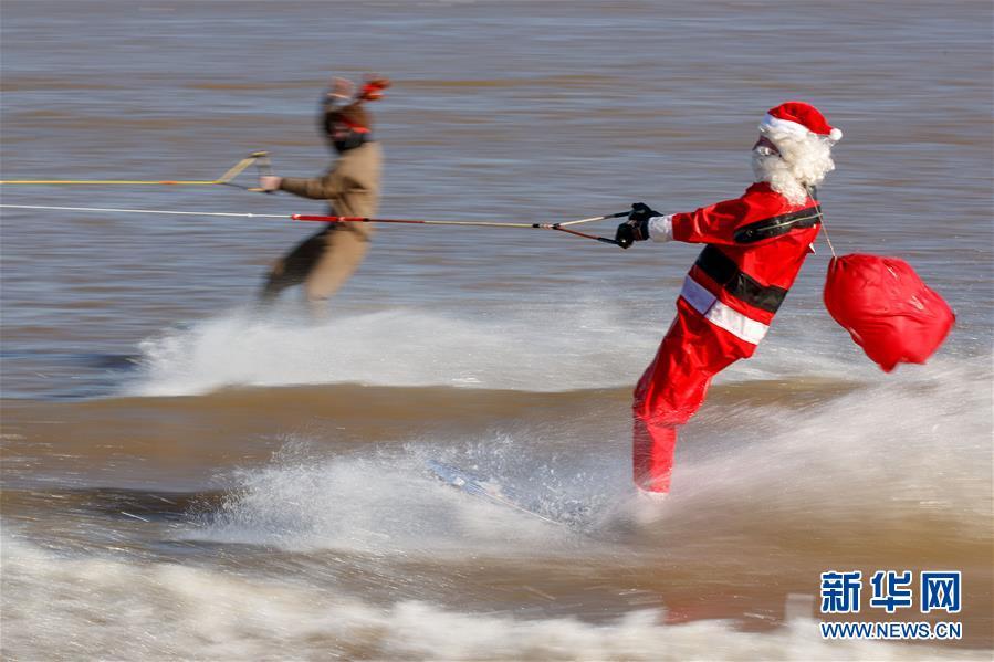 "(XHDW)(5)""圣诞老人""滑水迎圣诞"