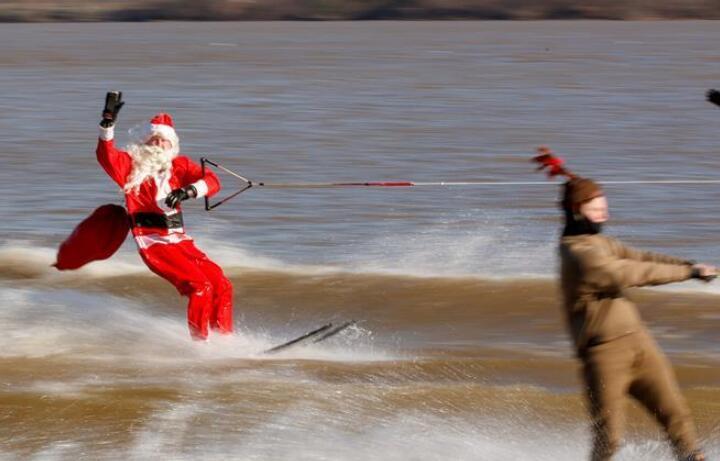 """""""圣诞老人""""滑水迎圣诞"""
