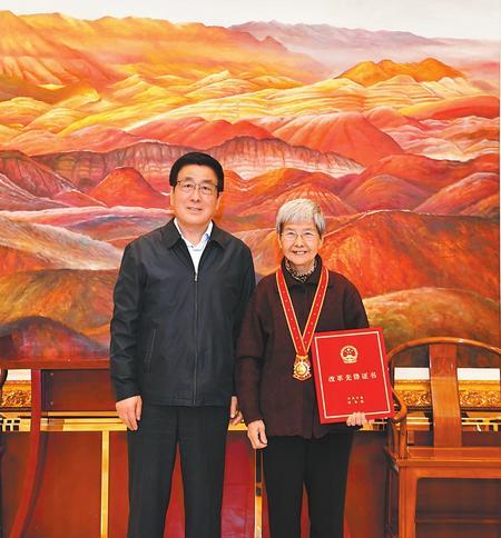 """林铎会见""""改革先锋""""称号获得者樊锦诗"""