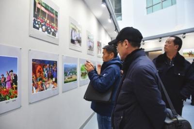 走进肃州北阿克塞民族团结进步摄影作品展开展