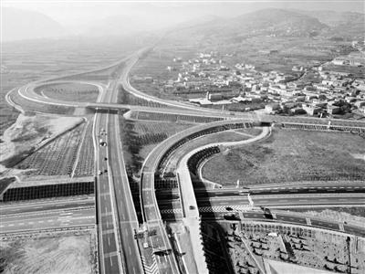 【关注南绕城高速通车】跳出两山 城市发展空间大扩容