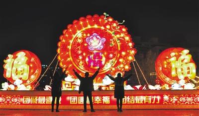 兰州城关区灯饰点亮元旦佳节