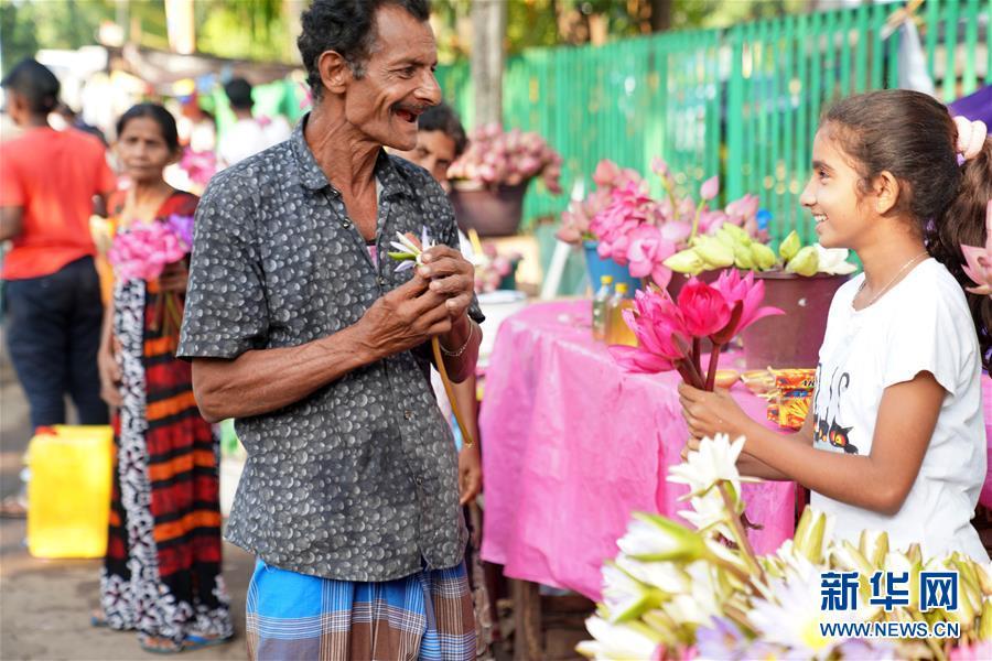 (XHDW)(1)科伦坡:新年伊始 鲜花祈福
