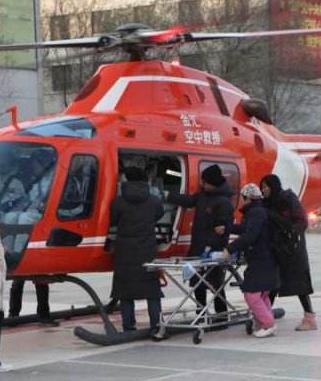 甘肃省首次用直升机转运危重症新生儿