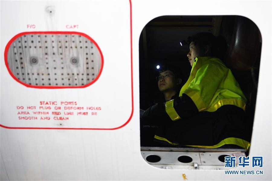 """(图片故事)(5)师父教我修飞机——""""95后飞机维修师""""成长记"""