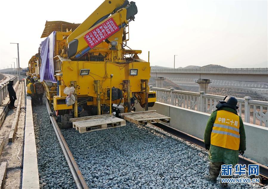 (社会)(1)崇礼铁路开始全面铺轨
