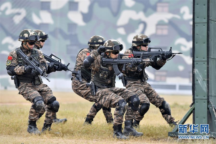 (军事)(1)福建武警:特战训练砺精兵
