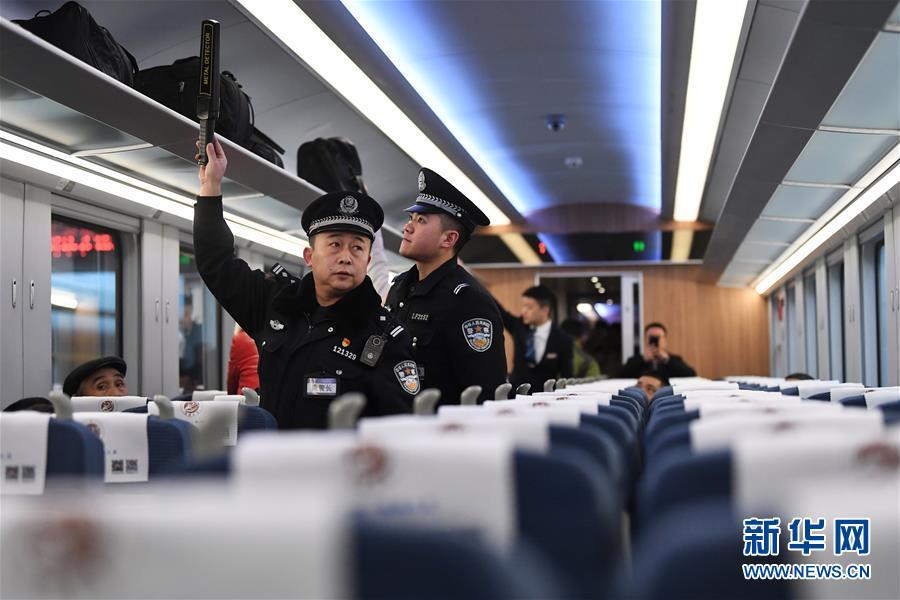 """(社会)(4)兰渝铁路开行时速160公里""""复兴号""""动车组"""