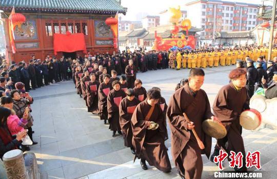 甘肃天水春祭伏羲举行迎圣水和迎神仪式
