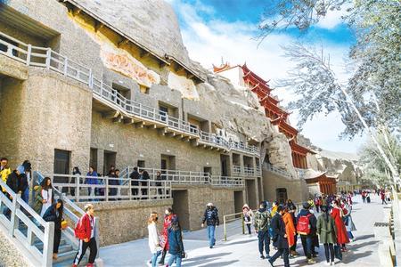 2018年敦煌市接待游客达1077.3万人次 实现旅游收入115亿元