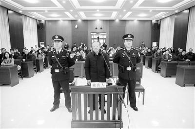 受贿2.4亿 8198万元财物不能说明来源 甘肃省农村信用社联合社原理事长雷志强受审