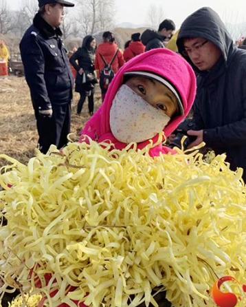 兰州西固区举办韭黄开镰丰收节