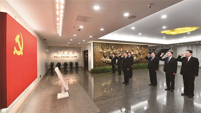 习近平:高兴作育一支忠实洁净继承的高本质干队伍伍