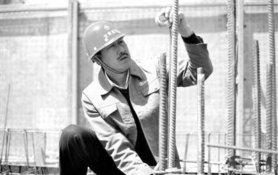 """【我和我的祖国】康仁:""""草根""""逆袭 农民工变身十优工匠"""