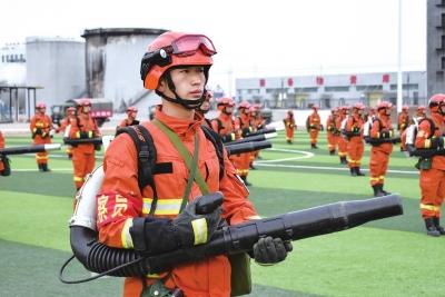 甘肃省森林消防总队特种大队开展灭火拉动演练(图)