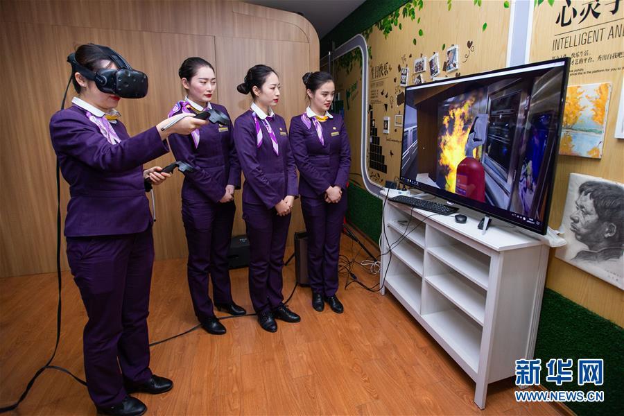 #(社会)(1)南京:高铁乘务员备战春运