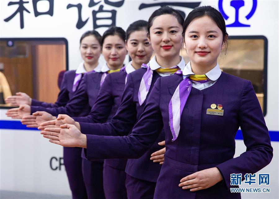 #(社会)(5)南京:高铁乘务员备战春运