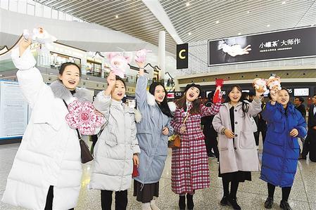 兰州中川机场为旅客献上新春祝福(图)