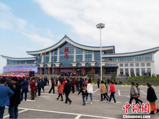 截至目前,甘肃陇南市陇南机场已开通陇南往返北京、西安、兰州、青岛、重庆、海口等地的航班。(资料图) 闫姣 摄