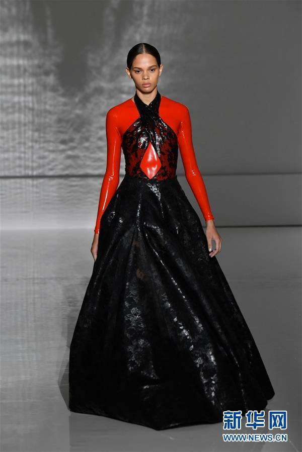 (国际)(1)巴黎高级定制时装周——纪梵希展示新品时装