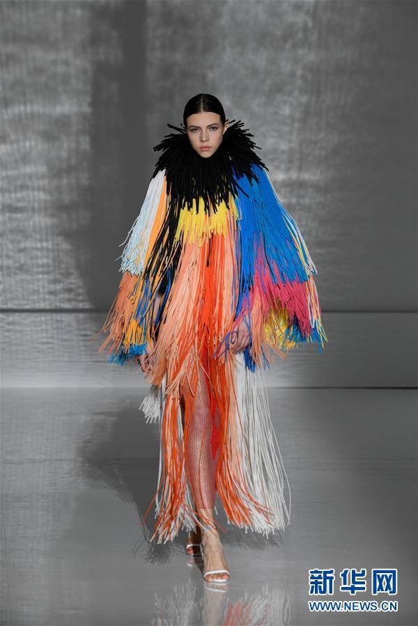 (国际)(4)巴黎高级定制时装周——纪梵希展示新品时装