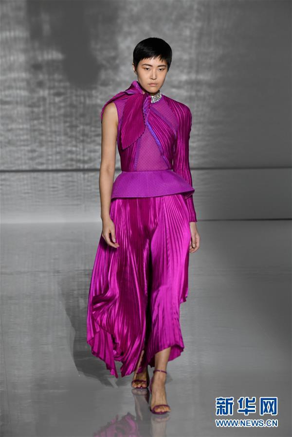 (国际)(5)巴黎高级定制时装周——纪梵希展示新品时装