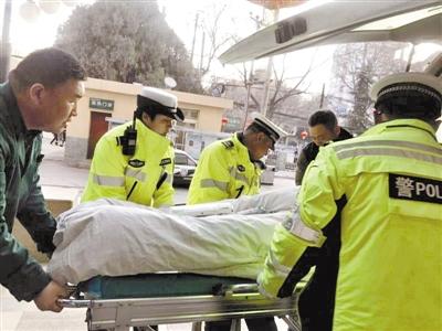 冰雪路上 兰州红古交警紧急护送危重病人就医