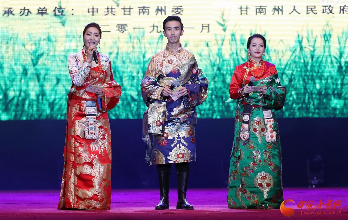 看民族歌舞《香巴拉之约》  感大美甘南魅力风情(组图)