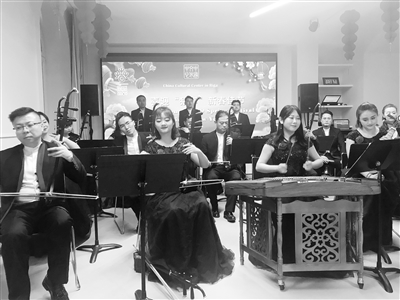 """甘肃艺术团奔赴""""欢乐春节""""第三站——民族交响乐《陇上行》听醉拉脱维亚乐迷"""