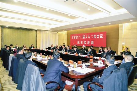 甘肃省十三届人大二次会议的陇南代表团讨论两院工作报告