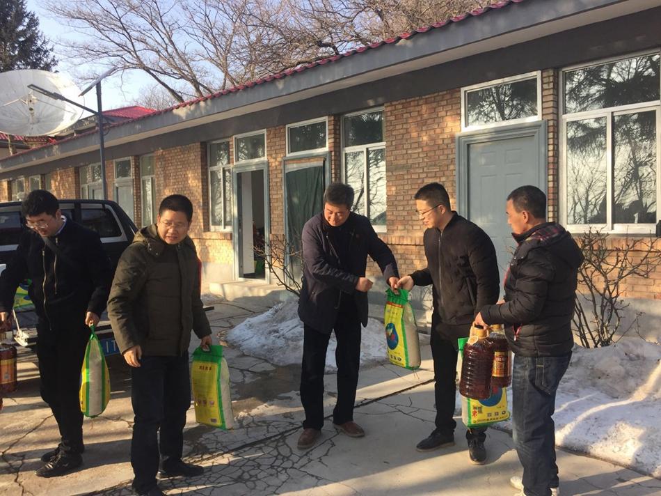 天水市文化和旅游局总工程师王勇杰慰问广播电视转播台站