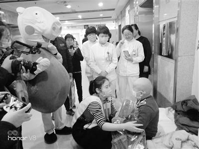 """甘肃医卫丨爱的愿望清单 为与病魔抗争的""""小英雄""""送上心愿礼物"""