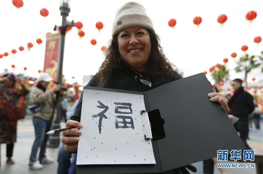 """(国际)(2)好莱坞举世影城内的""""中国年味"""""""