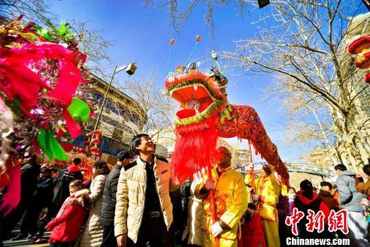 龙虎和敦煌千年官方社火游街 万人享民风文明大餐