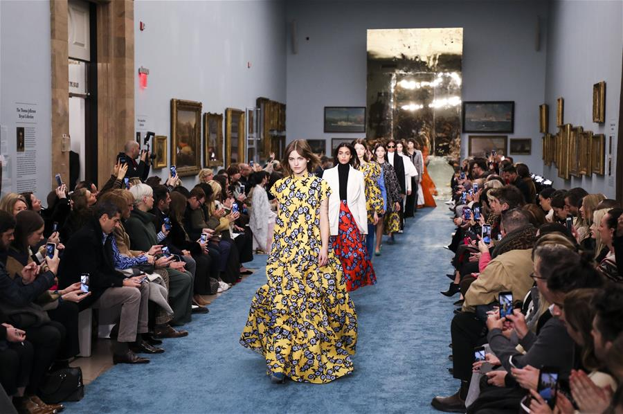(国际)(1)纽约:博物馆里秀时尚