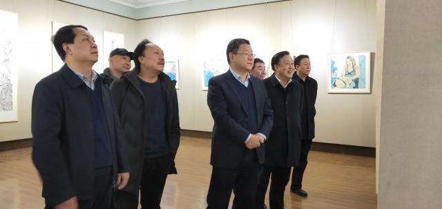 """张建杰观看""""时代丹青""""中国画博士十二人作品展"""