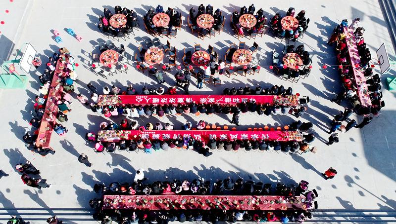 """【新春走基层】高台骆驼城镇:欢乐邻居节 共享""""百家宴"""""""