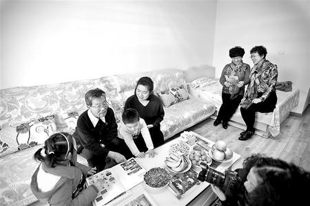 """【新春走基层】甘肃省第二届""""我为文明家庭拍张照""""活动举行"""