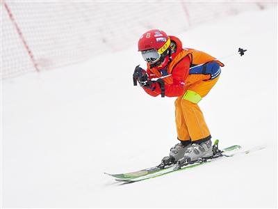 """2019甘肃省青少年滑雪邀请赛举行 让我们在雪地上""""撒点儿野"""""""