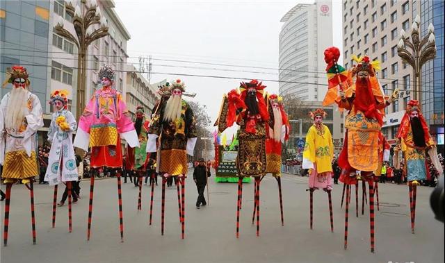 """天水:秦州大地耍社火 """"大长腿""""抢镜"""
