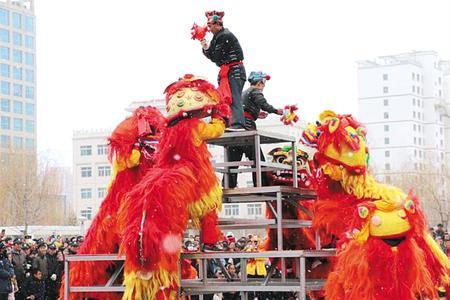 定西市临洮县举办传统社火展演,庆祝元宵佳节