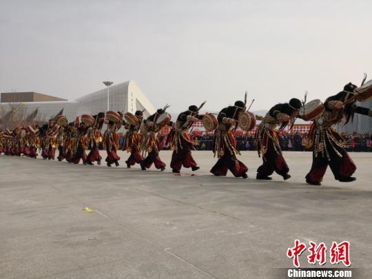 龙虎和巴当舞:舞台搬演服从传承 再现陈腐祭奠文明(图)