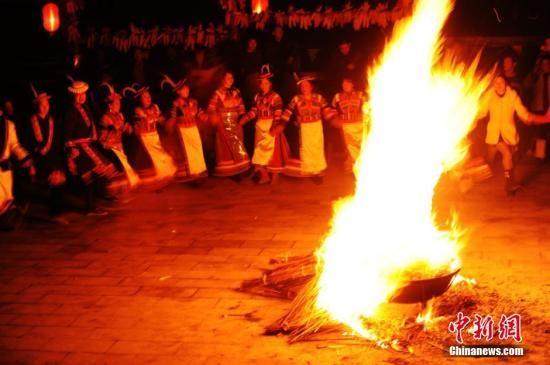 """探访东亚古老部族白马人的""""新春盛典"""""""
