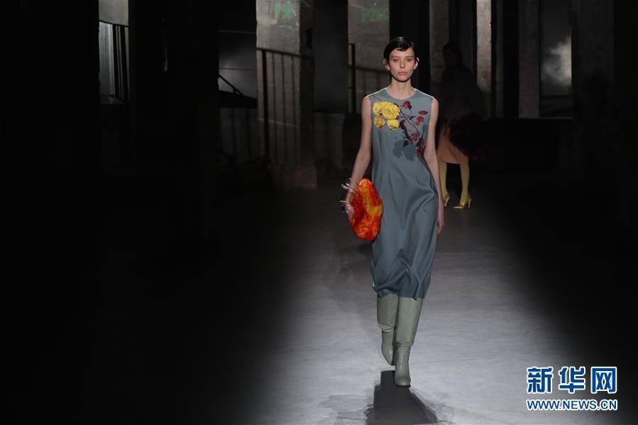 (国际)(1)巴黎时装周:德赖斯·范诺顿发布秋冬女装新品