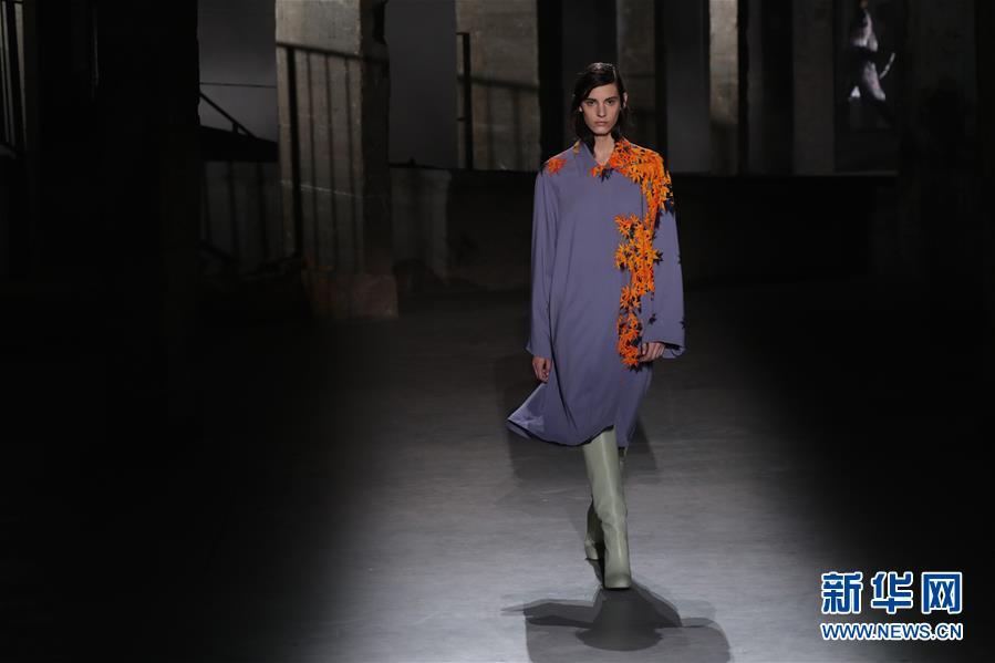 (国际)(5)巴黎时装周:德赖斯·范诺顿发布秋冬女装新品