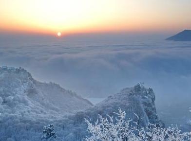 崆峒山:春日雪景伴云海 飘渺如瑶池