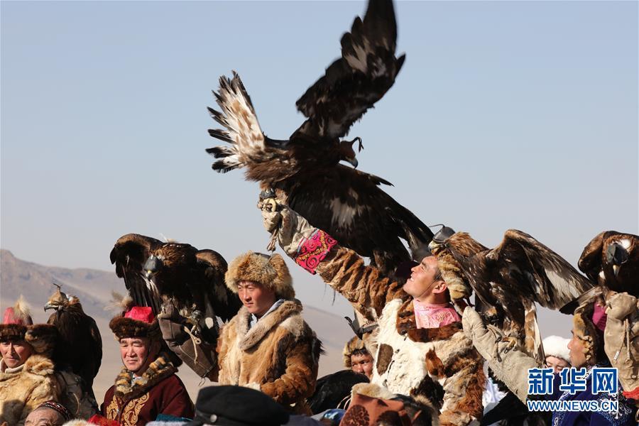 (国际)(3)蒙古国举办猎鹰节吸引游客