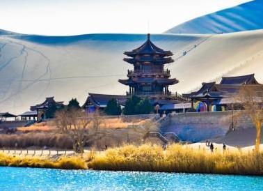 中国甘肃网敦煌春游升温 多个景区游人不停