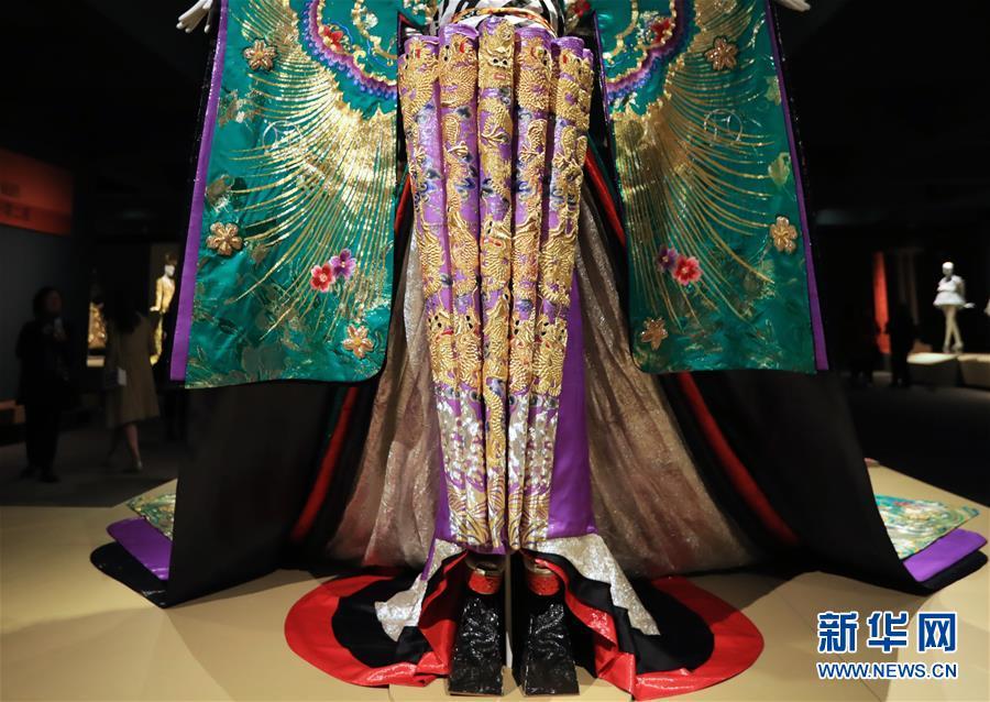 (国际·图文互动)(1)专访:中国文化是我的艺术创作之源——访中国著名时装设计师郭培